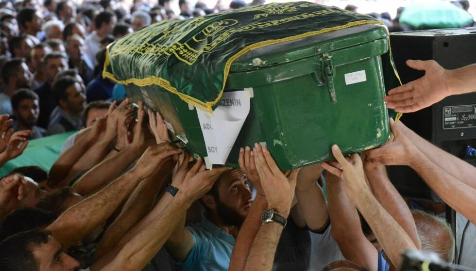 BARNESELVMORDSBOMBER: I et brykkup i Trykia ble 51 mennesker drept av en selvmordsbomber på 12-14 år. Foto: AFP / NTB Scanpix