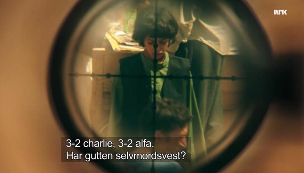 SELVMORDSVEST: Denne gutten blir skutt i første episode av «Nobel». Bruk av barn som selvmordsbombere er heller ikke uvanlig i virkeligheten. Foto: NRK
