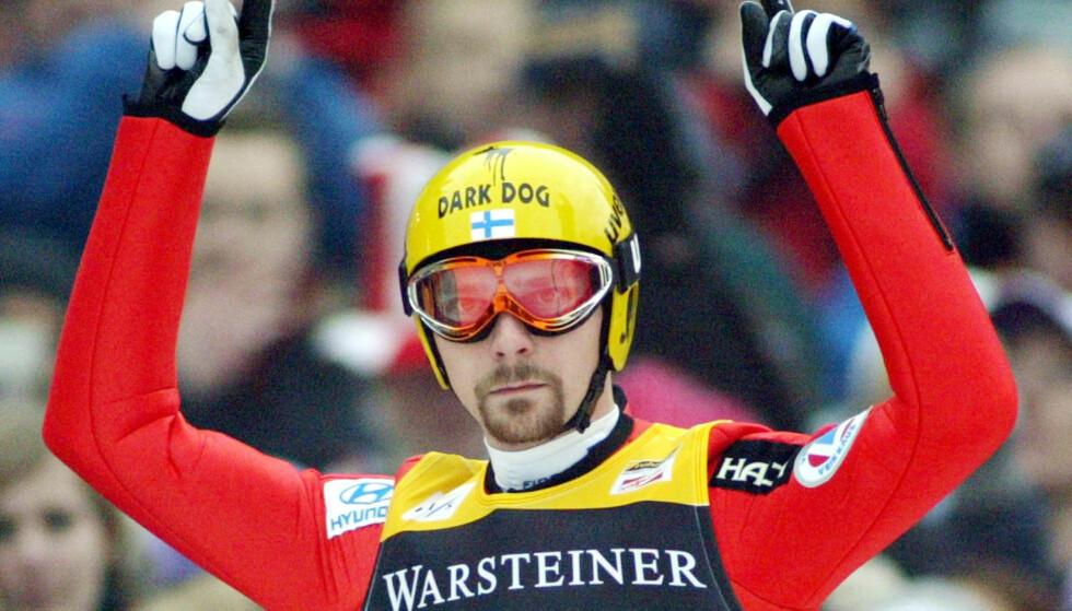 SULTEN PÅ MER: Janne Ahonen jubler etter en seier i Willingen i 2004. Nå satser han stort på VM i Lahti til vinteren. Foto: AP /Michael Probst/ NTB Scanpix