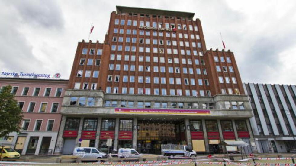 <strong>VURDERT:</strong> Arbeiderpartiets hovedkvarter er blant bygningene Breivik vurderte. Her er fasaden etter bombeeksplosjonen i Regjeringskvartalet som ligger et kort stykke unna.  Foto: Vegard Grøtt / Scanpix