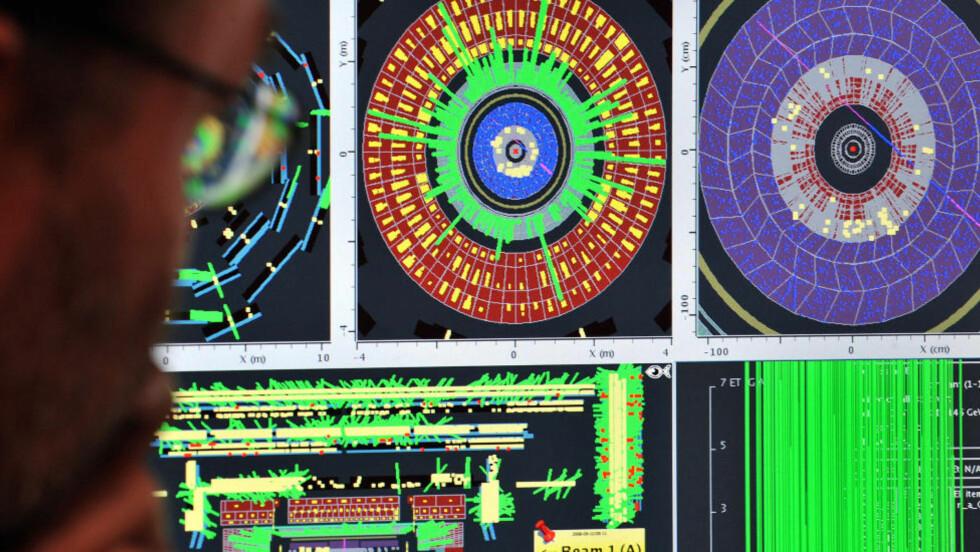 JAKTA ETTER DET UKJENTE: Etter flere utsettelser og teknisk kluss, er partikkelakseleratoren LHC og flere hundre personer omsider i gang med å jakte etter det flyktige og mytiske Higgs-bosonet. Finnes den? Ingen vet. Foto: AFP PHOTO / FABRICE COFFRINI / SCANPIX