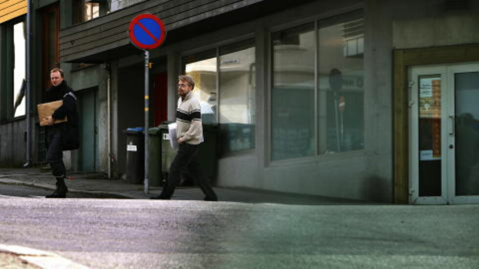 SENDT HERFRA: Det sjikanøse innlegget ble sendt fra SOS Rasismes kontorer i Haugesund, innrømmer Tjen Folket selv. Her er Henrik Ormåsen (t.v.), som både er er ansatt i SOS Rasisme ved organisasjonens administrative hovedkontor i Haugesund og leder Tjen Folket. Foto: Jacques Hvistendahl / Dagbladet