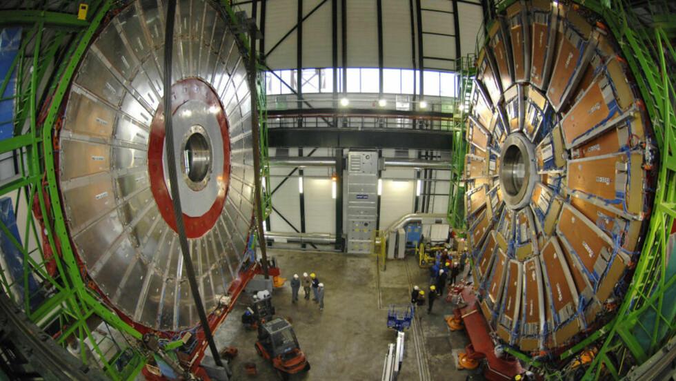 <strong>KNEKKER SNART GÅTEN:</strong> Forskere ved LHC i CERN har sett kraftige hint av det som kan være en av partikkelfysikkens helligste graler: Higgs-partikkelen. Fysikere mener det nå bare er snakk om måneder før spørsmålet om den eksisterer er avgjort en gang for alle. Foto: REUTERS/Denis Balibouse/SCANPIX