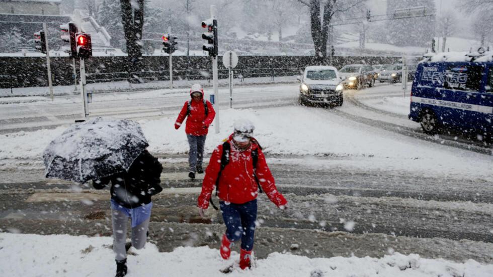 FORSVINNER?: Den første uka i desember kom vinteren til Bergen, her fra Sandviken. Noen tiår fram i tid, vil Bergen, og andre kystnære og folkerike områder, stå i fare for å oppleve vinter etter vinter uten snø og særlig med kuldegrader. FOTO: PAUL S. AMUNDSEN / Dagbladet