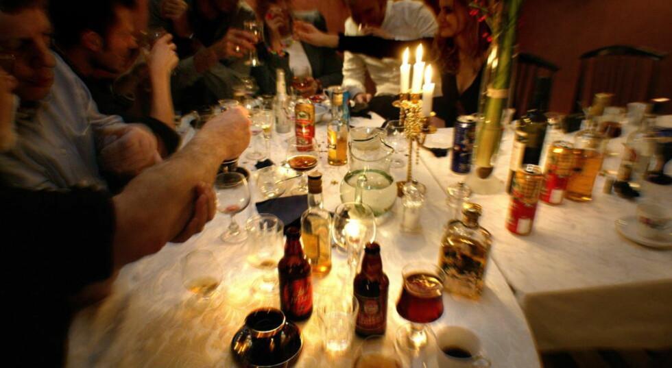 ALKOHOL: Julen er en høytid som er forbundet med fest å moro. Men det kan lønne seg å ikke strekke strikken for langt. Foto: Geir Bølstad / Dagbladet