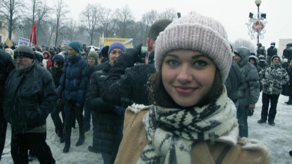 VIL HA BORT PUTIN: Tatiana Eduardovna Kharakka var én av mange som hadde møtt opp til demonstrasjon i dag i St. Petersburg. Foto: MORTEN STRAND