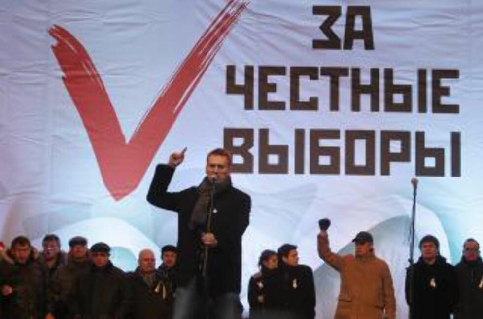 REDELIG VALG: Står det bak de mange talerne som motiverte folkemassen under demonstrasjonen i dag. Foto: Sergei Chirikov / EPA