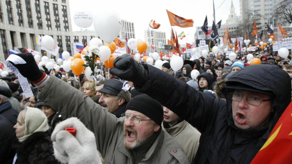 KREVER OMVALG:  120 000 mennesker møtte i dag opp i Moskvas gater for å vise sin avsky mot parlamentsvalget 4. desember. Nå krever de rettferdighet. Foto: Sergei Karpukhin / Reuters