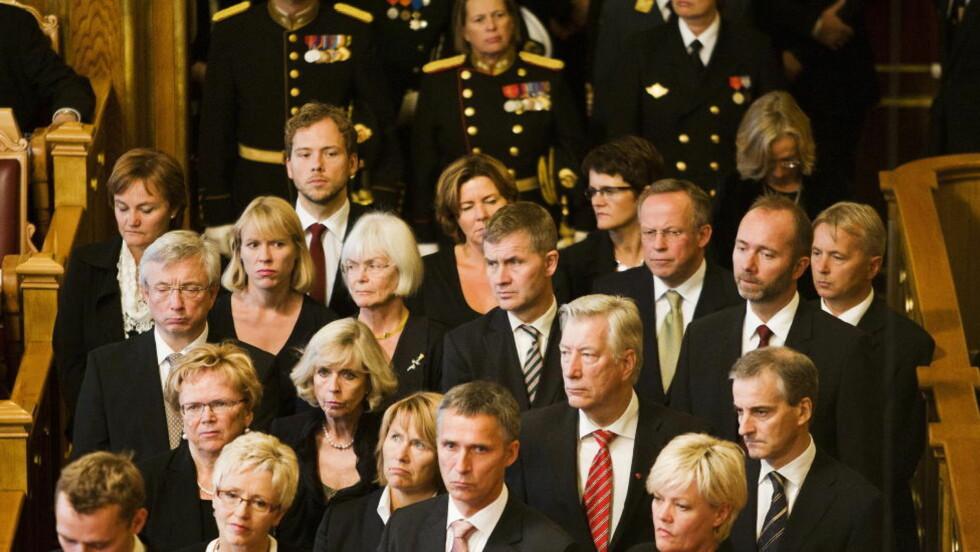 Oslo  20111003. Statsminister Jens Stoltenberg (Ap) (foran i midten) og regjeringen under den høytidelige åpningen av det 156. stortinget mandag.  Foto: Fredrik Varfjell / Scanpix
