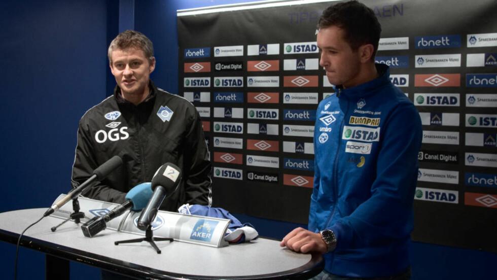 KLUBBENS DYRESTE:Ole Gunnar Solskjær presenterer Even Hovland som Moldespiller. - Jeg vet Molde har prøvd å signere Even i tre år. Jeg greide det på bare ett, sa Solskjær eplekjekt om sin nyeste ervervelse. FOTO: Erik Hattrem / Dagbladet