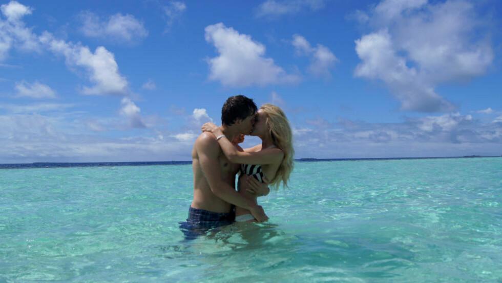 <strong>RO OG LUKSUS:</strong> Bloggeren Caroline Berg Eriksen (24) mener Maldivene er et paradis. Hun nøt en romantisk ferie der nylig sammen ektemann og LSK-spiller Lars-Kristian Eriksen (28). Foto: PRIVAT