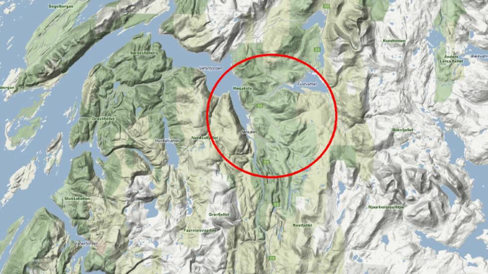 HELIKOPTER STYRTET: Klokka 17.15 fikk politiet melding om at et helikopter var savnet ved Mosjøen. Helikopteret er nå funnet ved Mossåsen.