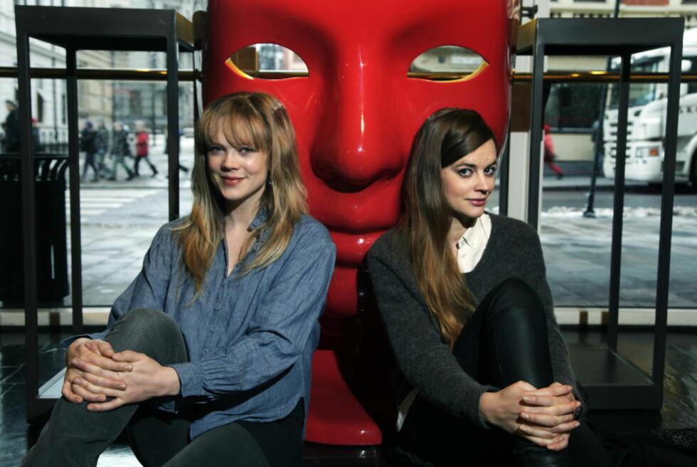 PREMIEREKLARE: Ane Dahl Torp (t.v.) og Charlotte Frogner skal spille Brecht og ha det moro med et alvorlig tema på Det Norske Teatret i ukene framover.  FOTO: STEINAR BUHOLM/DAGBLADET.