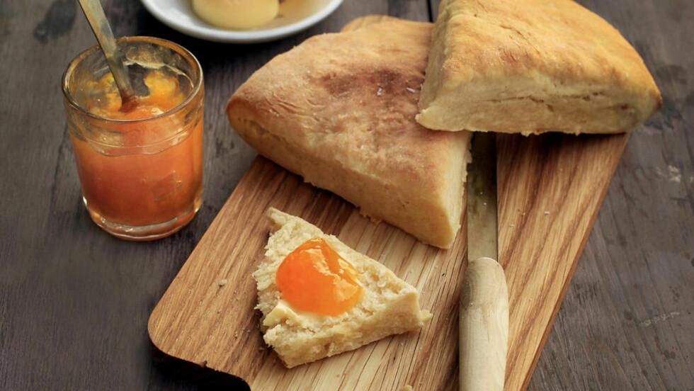 <strong>Fort gjort:</strong> Når du baker sodabrød eller scones trenger du ikke tenke på heving. Foto: Mette Randem.