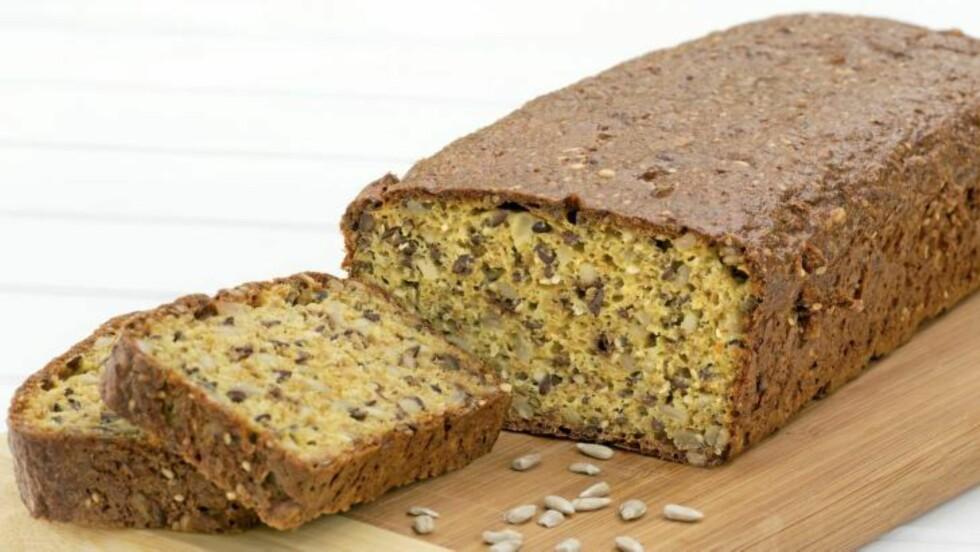 INGERS RUGBRØD: Inger er kjent for sunn bakst. Dette brødet er et av hennes lavkarbobrød. Foto: Anders Martinsen