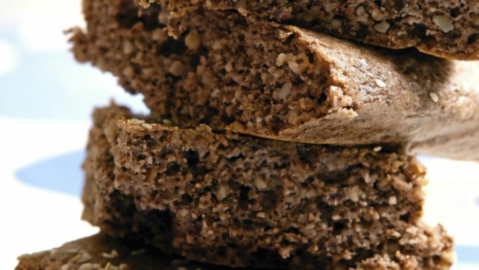 NØTTEBRØD: I dette brødet er det mye nøtter og du kan velge å bruke dem du liker best. Foto: Svein Brimi