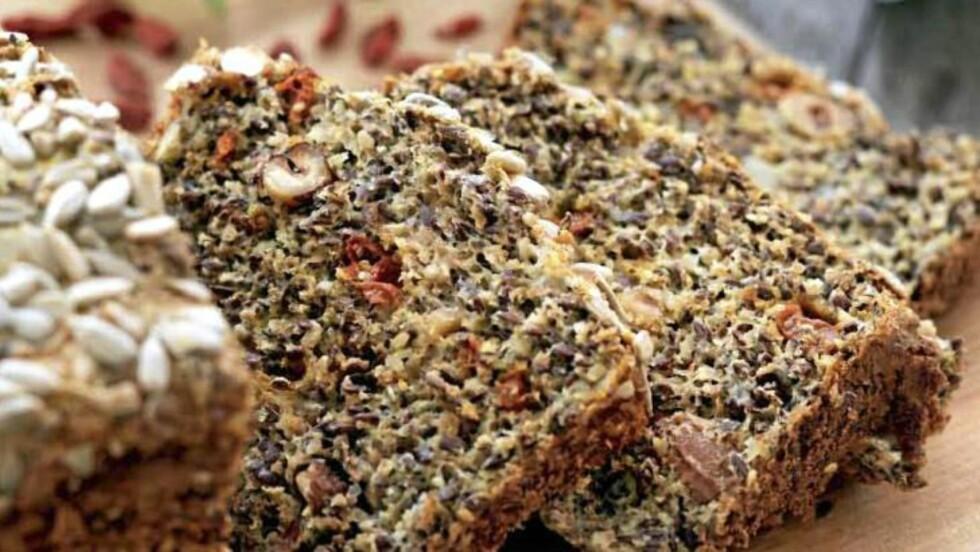 ULRIKA: Den svenske lavkarbo-eksperten Ulrika Davidsson har laget brød med gojibær. Foto: Stenersens forlag