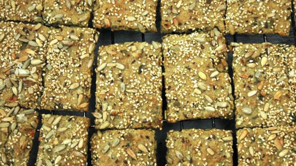 KNEKKEBRØD: Denne oppskriften på knekkebrød er hentet fra nettstedet basiskmat.no. Foto: Jartrud Høstmælingen