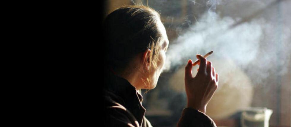 FANATISME: «Mange bærer på en våt drøm om totalforbud. De ønsker tobakk inn på narkotikalisten, og saken deres står dessverre stadig sterkere,», skriver kronikkforfatteren. Illustrasjonsfoto: Dominique Faget/AFP/Scanpix