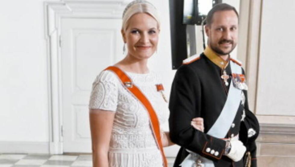 TWITTERDRONNING: Nå har kona fått egen twitter, tvitret kronprinsen i går. Foto: SCANPIX