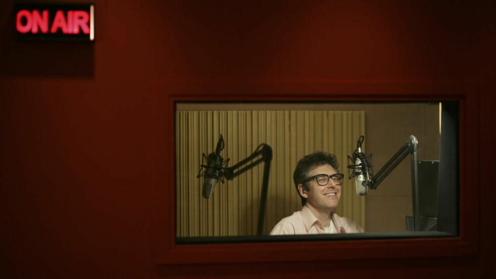 OLD SCHOOL, NY PLATTFORM: Ira Glass leder «This American Life». Noen av verdens beste radiodokumentarer går som varmt hvetebrød i podcastformat. Foto: Pascal Perich/Corbis Outline/Scanpix