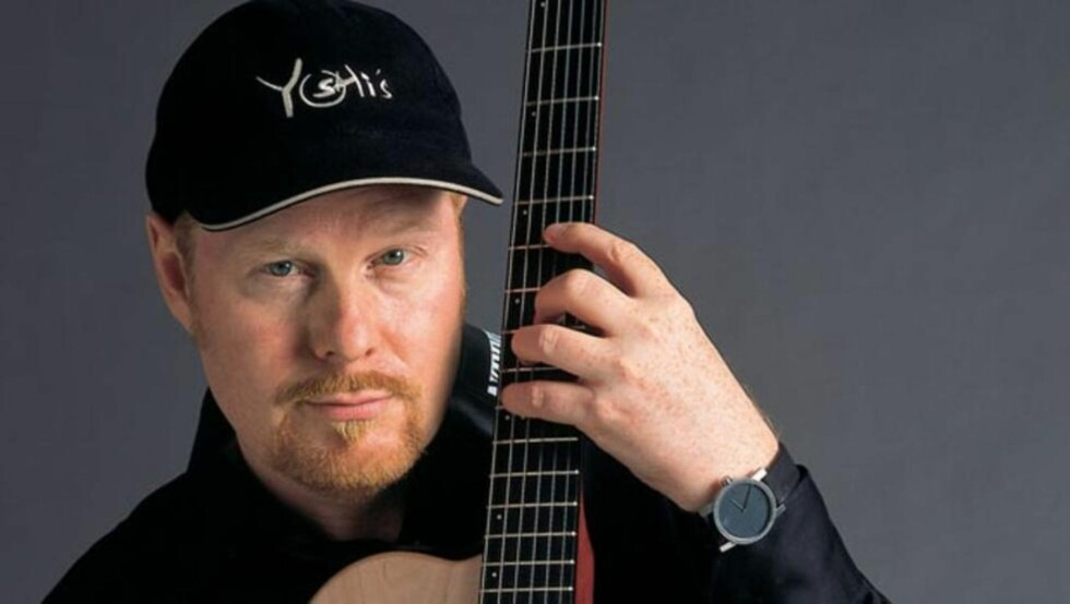 GITARHELT:  Den svenske gitaristen Ulf Wakenius, med fartstid i bl a Oscar Peterson Trio, leverer solid på sitt nyeste album, «Vagabond». Foto: ACT/Rolf Ohlson.