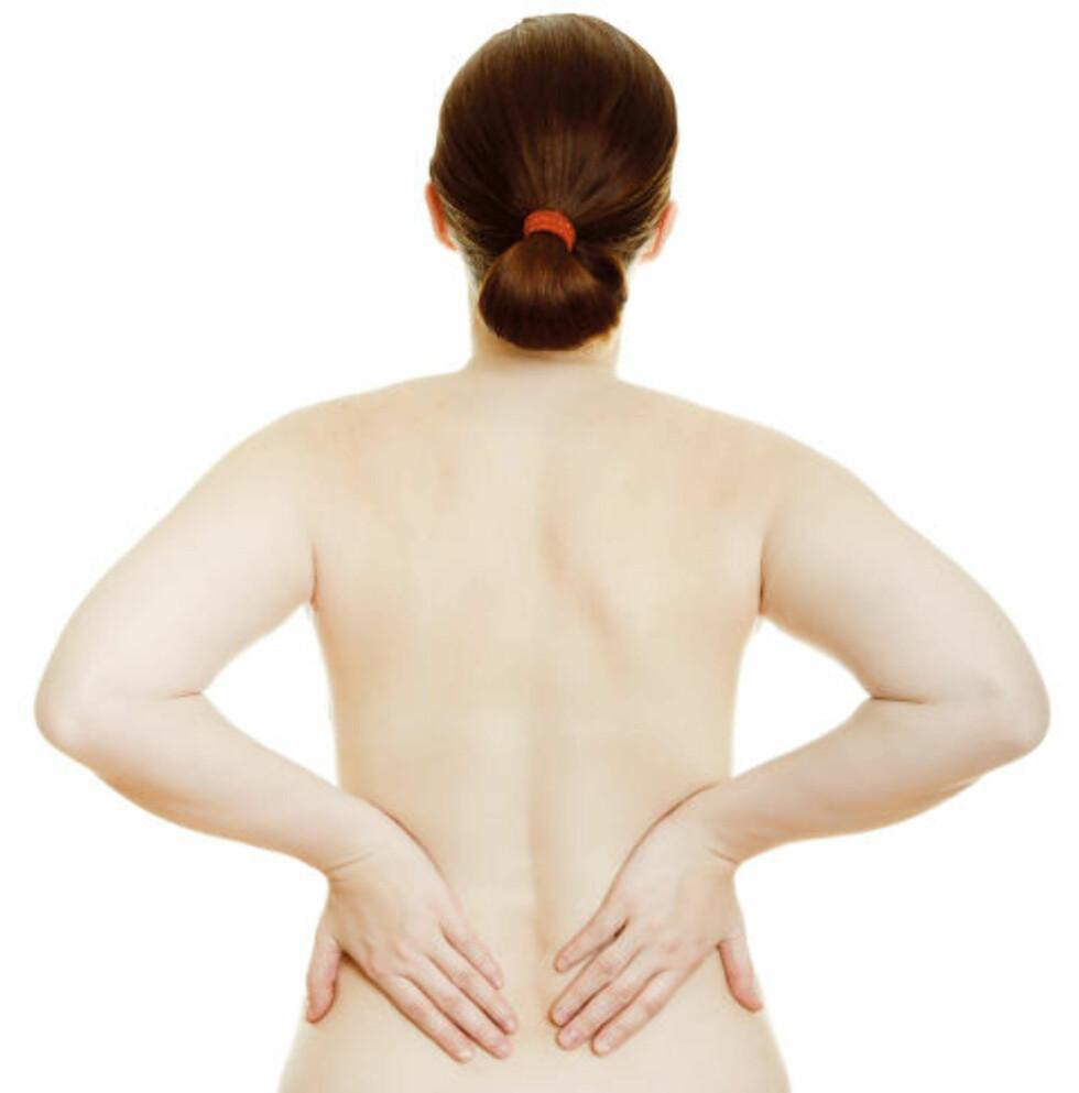 DEMP SMERTENE: Dersom ryggsmertene skyldes stiv og øm muskulatur, er det helt ufarlig å trene. - Det verste du kan gjøre er å legge deg ned, sier Sigmund Anderssen, professor ved NIH. Daglig mosjon virker forebyggende. Foto: Colourbox