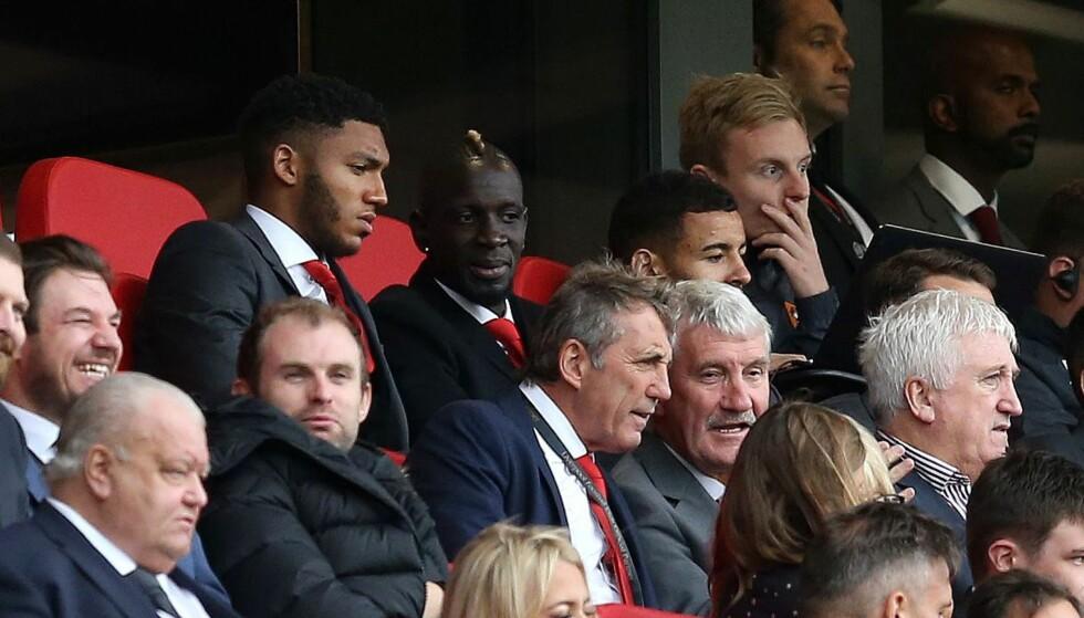 PÅ TRIBUNEN: Mamadou Sakho så Liverpools opverkjøring av Hull fra tribunen. Foto: NTB Scanpix