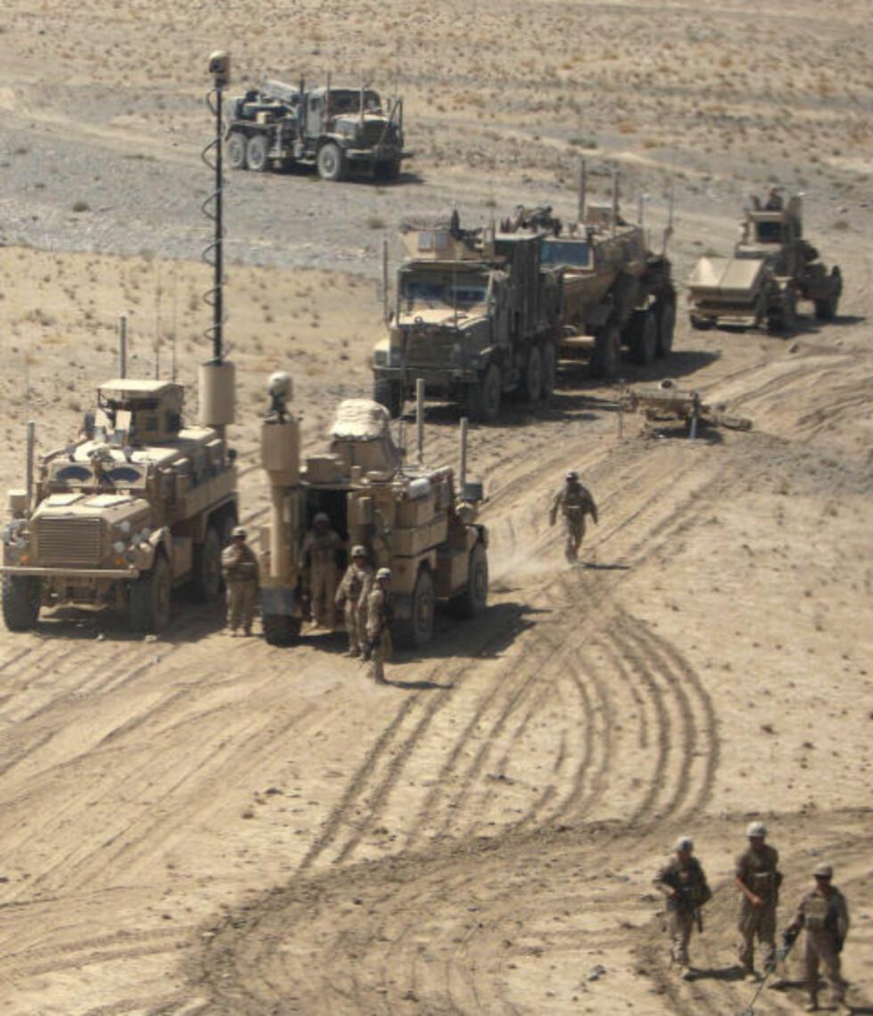 I KRIG: Det tok en måned fra 11. september, før USAs koallisjonsstyrke begynte å bombe Afghanistan og klargjøre en invasjon. Her er amerikanske soldater, som fortsatt er i landet - ti år etter. Det er planlagt en gradvis tilbaketrekning av styrkene de neste årene, der afghanerne selv skal ta over ansvaret for sikkerheten i landet, som har vært i sammenhengende krig eller borgerkrig siden 1979. Foto: Rafiq Maqbool/AP/Scanpix