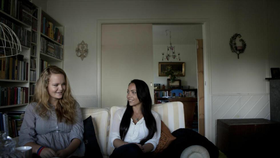 HJERTELIG GJENSYN: Utøya-offeret Marte Fevang Smith (t. v.) treffer sin redningskvinne fra Utøya, Janne Hovland. Foto: Anita Arntzen