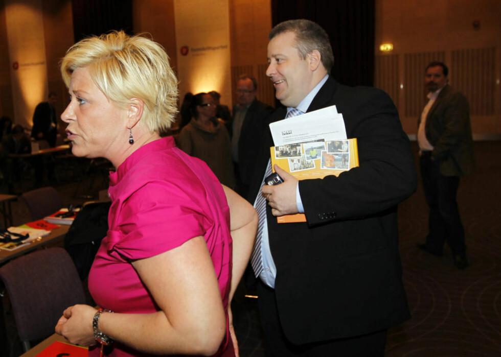 INNRØMMET SEXKJØP: Bård Hoksrud har innrømmet å ha kjøpt sex for 1600 kroner i Riga. Her sammen med Frp-leder Siv Jensen, som er på ferie og ikke ønsker å kommentere saken. Foto: Lise Åserud / Scanpix