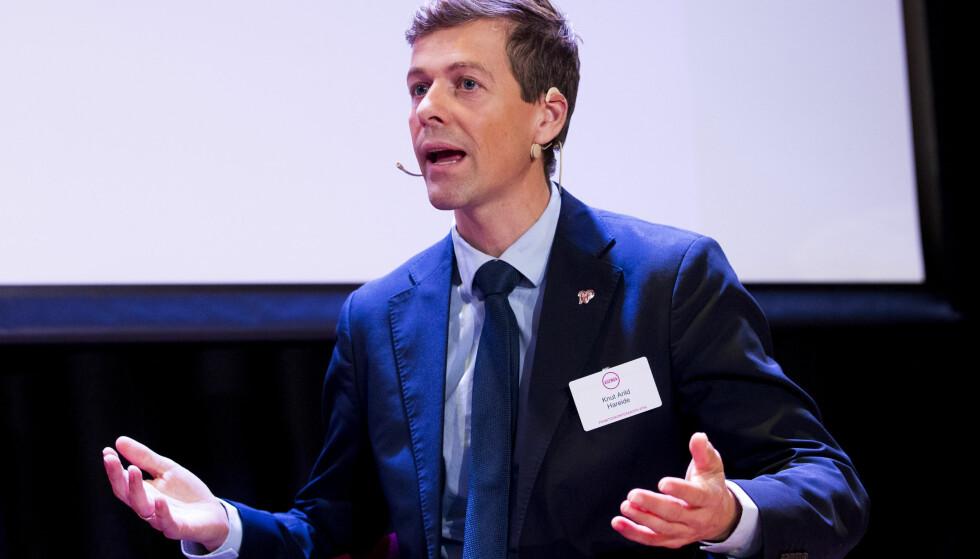 SNAKKET OM BUDSJETT: De tøffe budsjettforhandlingene var et av temaene da KrF-leder Knut Arild Hareide talte til nominasjonsmøtet i Hordaland i dag. Foto: Håkon Mosvold Larsen / NTB scanpix