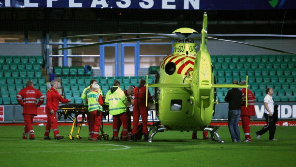 DRAMATIKK: Branns Carl-Erik Torp ble fraktet til sykehus med luftambulanse etter eliteseriekampen mellom Sogndal og Brann på Fosshaugane Campus i Sogndal.   Foto: Tor Yttri / Scanpix