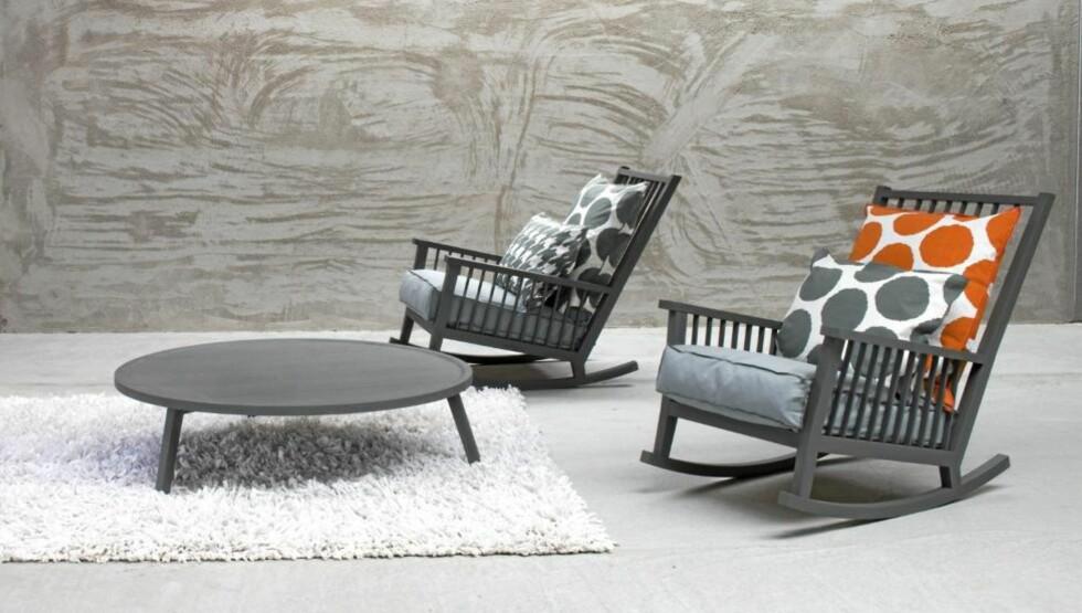 ITALIENSK DESIGN: Hos Gran Domino i Fredrikstad og  Bohemia på Sola får du kjøpt møbler fra anerkjente, italienske Gervasoni. Disse gyngestolene er fra serien Gray. Foto: Produsentbilde