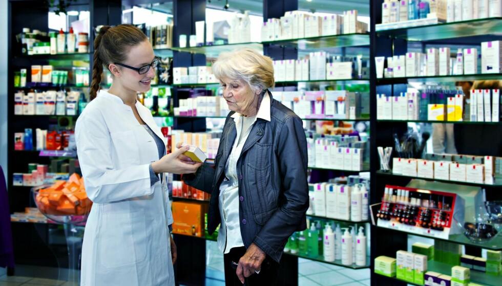 TRENGER INFO: Apoteket må tilby billigste alternativet av legemiddelet. En fersk studie fra Sverige viser at pasienter som tilbyd kopimedisiner, ikke får mer rådgivning enn andre. Steinar Madsen i Legemiddelverket understreker at alle ledd må bidra til god informasjon om legemidlere. Illustrasjonsfoto: Shutterstock/NTB Scanpix