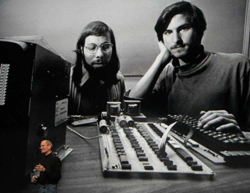 1976: Under lanseringen av iPad i fjor viste Jobs fram dette bildet av ham selv og medgründer Steve Wozniak fra Apples spede barndom.