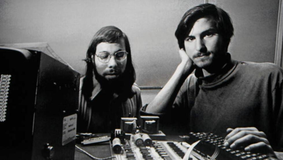 GRUNNLEGGERNE: Steve Jobs (t.h.) og Steve Wozniak startet Apple sammen med Ronald Wayne i 1976. Foto: SCANPIX