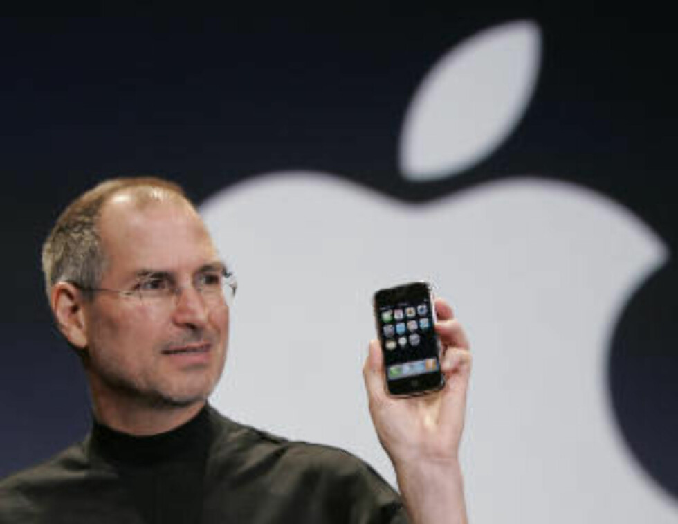 IPHONE: I 2007 lanserte Steve Jobs telefonen som snudde mobilindustrien på hodet. FOTO: SCANPIX