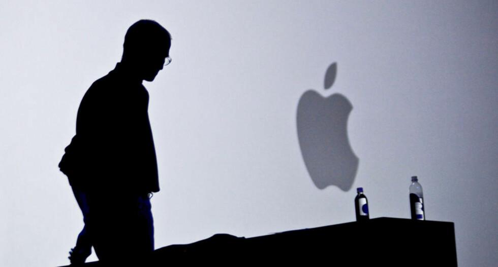 HAN VAR APPLE: Steve Jobs (1955-2011) døde i natt. Hver gang han presenterte nye Apple-produkter, ble det tydelig at det knapt var noe skille mellom mannen og selskapet han startet  i 1976. Foto: SCANPIX