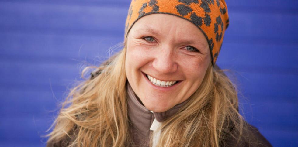 BOR PÅ SVALBARD: Journalist og forfatter Sigri Sandberg Meløy bor i Longyearbyen på Svalbard. Med «Klimaboka» guider hun ungdom inn i en komplisert materie. Foto: Birger Amundsen/Samlaget
