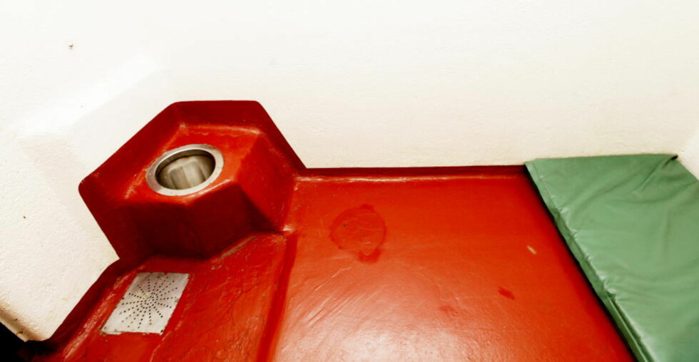 ULOVLIG: En 25-åring fra Algerie ble glemt på glattcelle i åtte dager. Dette er ulovlig, men Oslo-politiet vil ikke bli straffa for det. Foto: Siv Johanne Seglem / Dagbladet