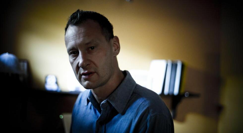 SÅRE GODT: Nikolaj Frobenius har skrevet en nådeløs og vakker roman om alderdom. Foto: Håkon Eikesdal