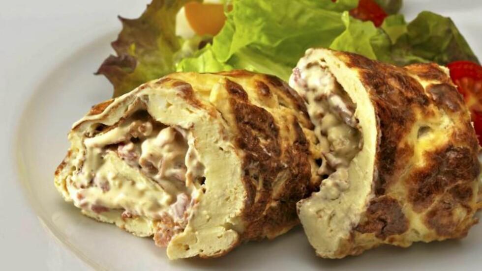 FROKOST: Lavkarbo omelettrull med baconrøre. God både lunken og kald, og til hvilket som helst måltid. FOTO: Peo Quick