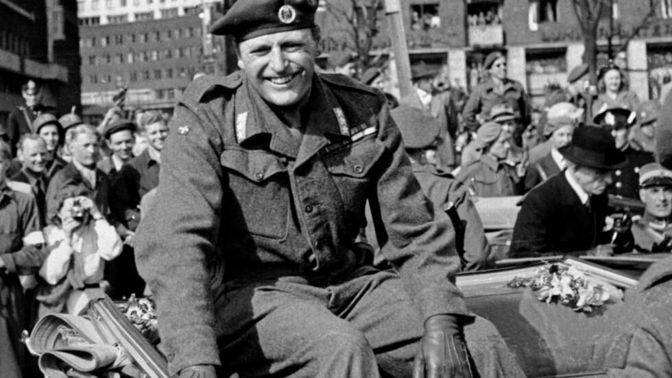 HJEMKOMSTEN: Kronprins Olav stråler den 7. juni 1945. Olav kom hjem til Norge 13. mai, mens resten av kongefamilien kom 7. juni. Foto: SCANPIX