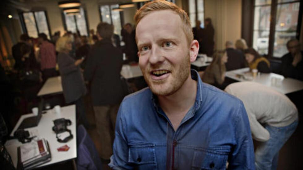 NOMINERT:  Forfatter og Dagbladets kommentator Simen Ekern er nominert for «Roma». Her under tirsdagens nominasjon på Litteraturhuset i Oslo. Foto: Lars Eivind Bones