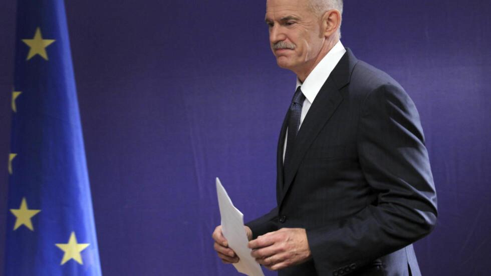 SPILLER HØYT: Hellas statsminister Georgious Papandreou vil at folket skal avgjøre krisepakka og innstrammingene den forutsetter. Foto: Reuters/Thierry Roge