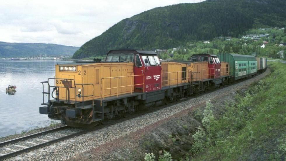 SELGES: CargoNet vil selge fem til ti av sine lokomotiver av typen Di8. Prisen skal være om lag fire millioner kroner per lokomotiv. Norske selskap har ikke fått tilbud om å kjøpe lokomotivene. Foto: Samfoto/Scanpix