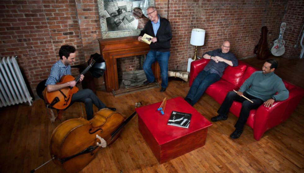 NY STOR KVARTETT:  Vibrafonisten Gary Burton (bakerst) har med seg det nye gitar-esset Julian Lage, bassisten Scott Colley og trommeslageren Antonio Sanchez i sin nye kvartett som nå platedebuterer. Foto: Mack Avenue Records.