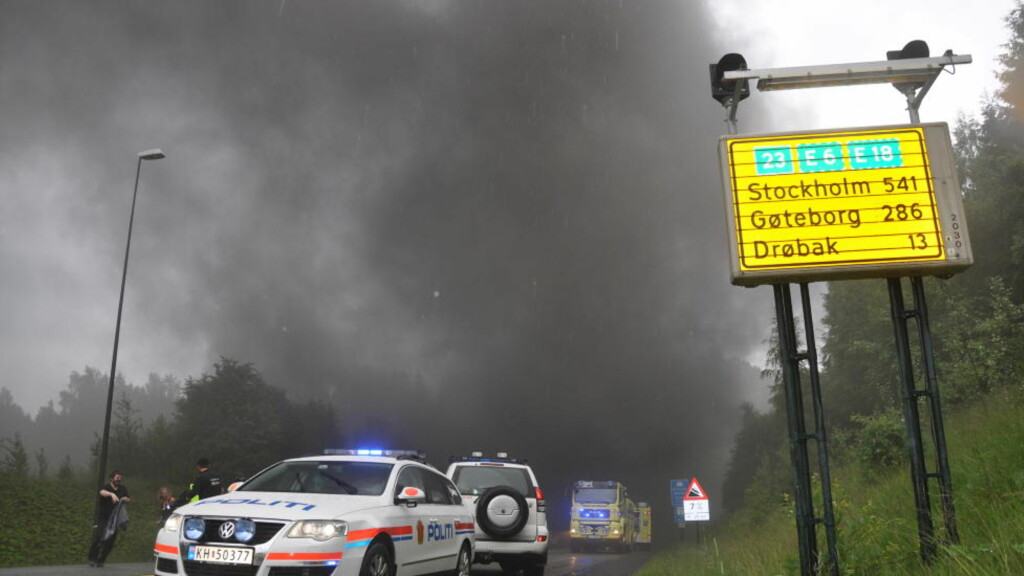 BRANN-TUNNELEN:  To ganger på tre måneder har røyken veltet ut av Oslofjordtunnelen. Torsdag ble 34 personer sittende innesperret da et vogntog tok fyr. Foto: Edgar Dehli / Scanpix