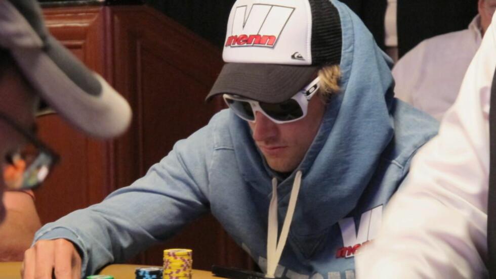 KONSENTRERT: Petter Northug holdt ut 13 timer ved pokerbordet under første dag av poker-VM i Las Vegas. Foto: Vegard Kristiansen Kvaale